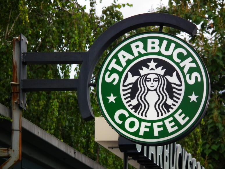 Presidente de Starbucks cree que las monedas digitales tienen futuro pero bitcoin no