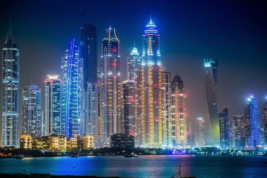 Emiratos Árabes Unidos lanza iniciativas para desarrollar IA y proyectos blockchain