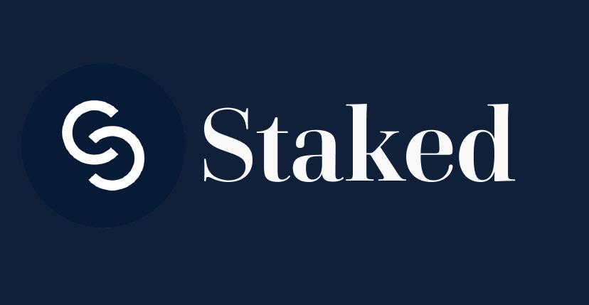 Imagen en la que se ve el logo de la entidad Staked