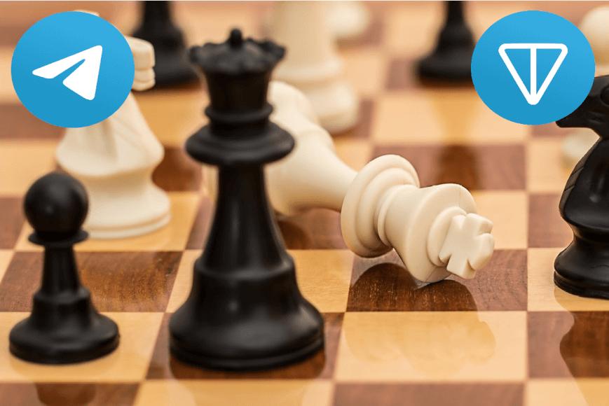 Imagen de un tablero de ajedrez con el logo de TON y Telegram