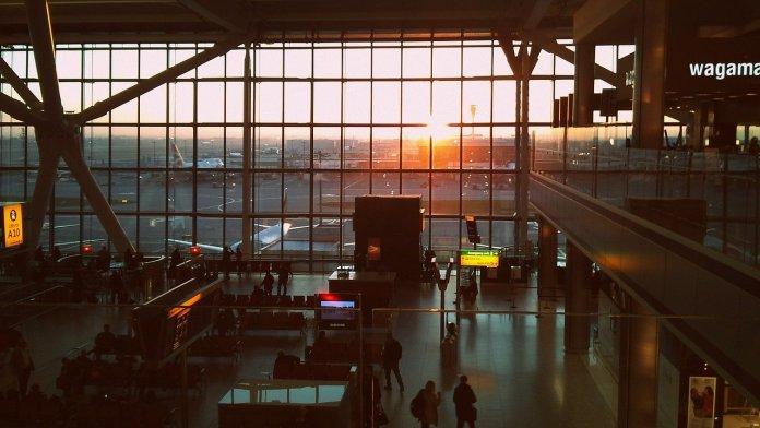 Imagen del interior de un aeropuerto