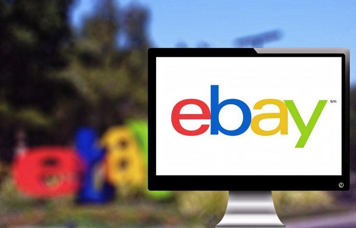 Ordenador con el logo de ebay